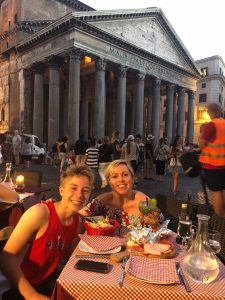 Visit Rome - Dining outside the pantheon